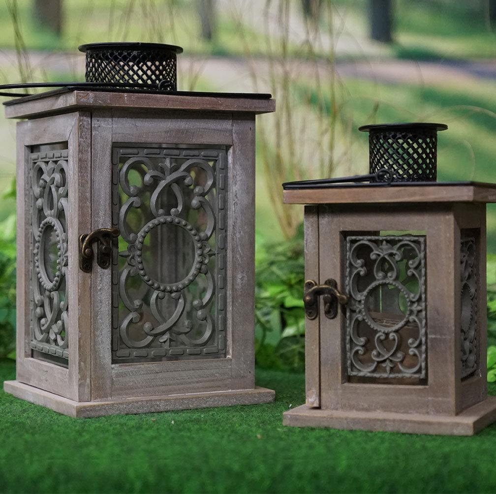 holzlaterne ornament set gro und klein mit verzierungen licht. Black Bedroom Furniture Sets. Home Design Ideas